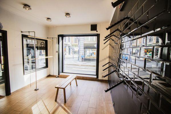 Photo d'une salle à louer à Saint-Gilles, Bruxelles, Dans le magasin de Nathan 5887