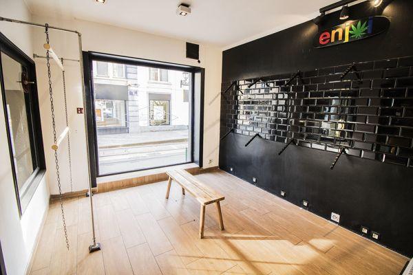 Photo d'une salle à louer à Saint-Gilles, Bruxelles, Dans le magasin de Nathan 5888