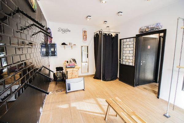 Photo d'une salle à louer à Saint-Gilles, Bruxelles, Dans le magasin de Nathan 5889