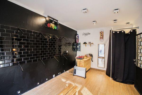 Photo d'une salle à louer à Saint-Gilles, Bruxelles, Dans le magasin de Nathan 5890
