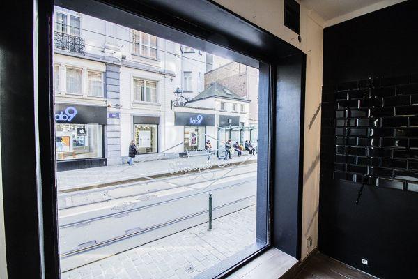 Photo d'une salle à louer à Saint-Gilles, Bruxelles, Dans le magasin de Nathan 5891