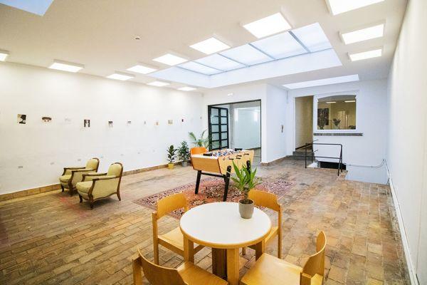 Photo d'une salle à louer à Elsene, Bruxelles, Dans l'atelier de Lou 9382