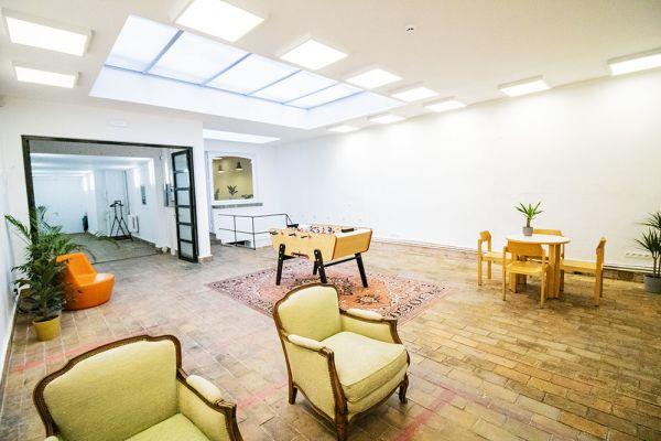 Photo d'une salle à louer à Elsene, Bruxelles, Dans l'atelier de Lou 9383