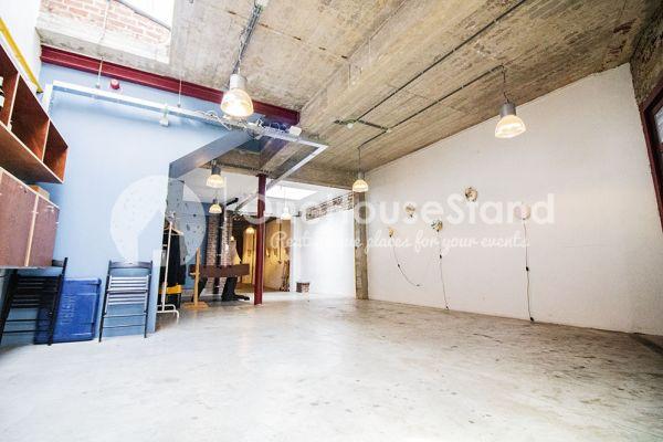 Photo d'une salle à louer à Schaarbeek, Bruxelles, Dans l'entrepôt de Youmat 10324