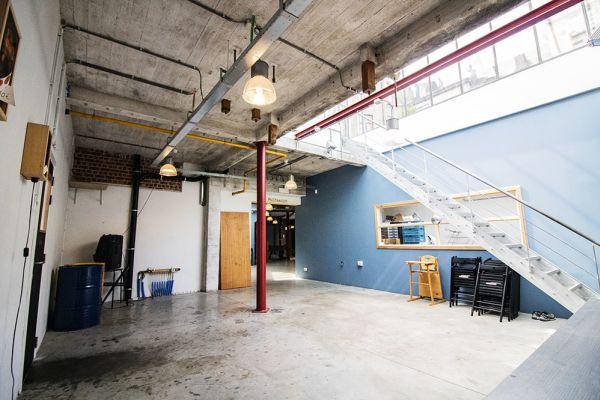 Photo d'une salle à louer à Schaarbeek, Bruxelles, Dans l'entrepôt de Youmat 10424