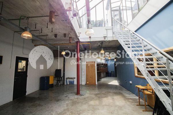 Photo d'une salle à louer à Schaarbeek, Bruxelles, Dans l'entrepôt de Youmat 10521