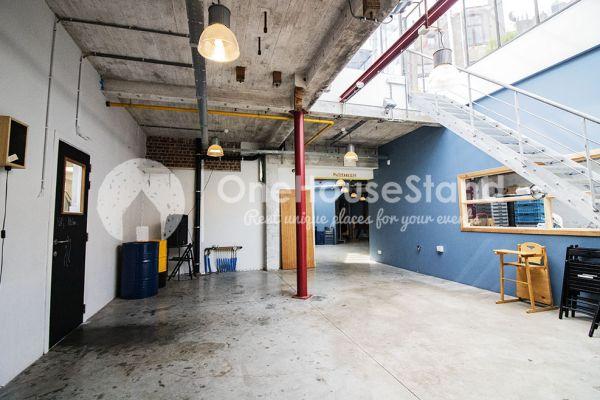 Photo d'une salle à louer à Schaarbeek, Bruxelles, Dans l'entrepôt de Youmat 10528