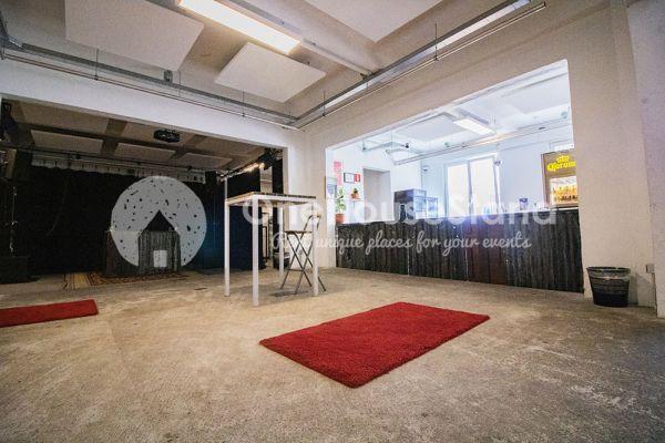 Photo d'une salle à louer à Molenbeek-Saint-Jean, Bruxelles, Dans l'entrepôt de Pierre - Salle 1 + Salle 2 + Le bar 11013