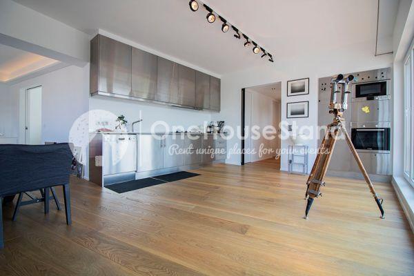Photo d'une salle à louer à Elsene, Bruxelles, Dans le penthouse de Julien 12426