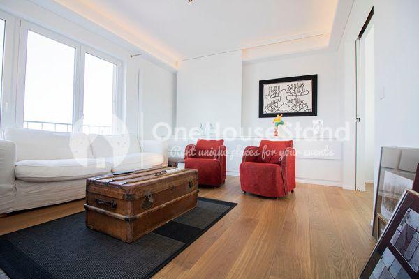 Photo d'une salle à louer à Elsene, Bruxelles, Dans le penthouse de Julien 12431