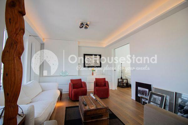 Photo d'une salle à louer à Elsene, Bruxelles, Dans le penthouse de Julien 12432