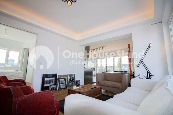 Photo d'une salle à louer à Elsene, Bruxelles, Dans le penthouse de Julien 12436