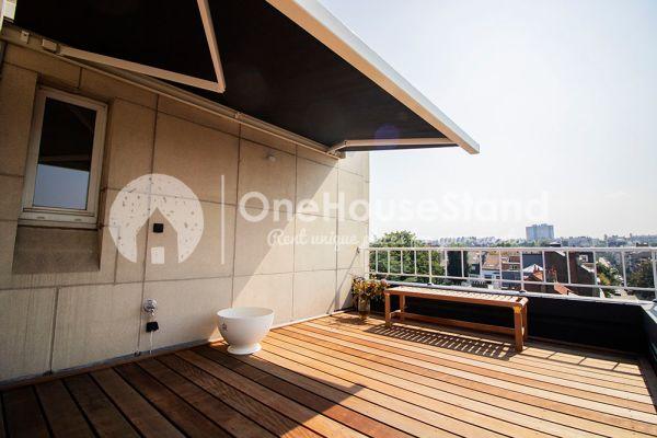 Photo d'une salle à louer à Elsene, Bruxelles, Dans le penthouse de Julien 12450