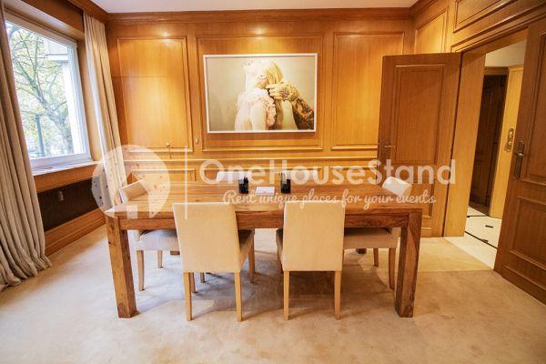 Photo d'une salle à louer à Elsene, Bruxelles, Dans l'espace lounge de John-Alexander 14539