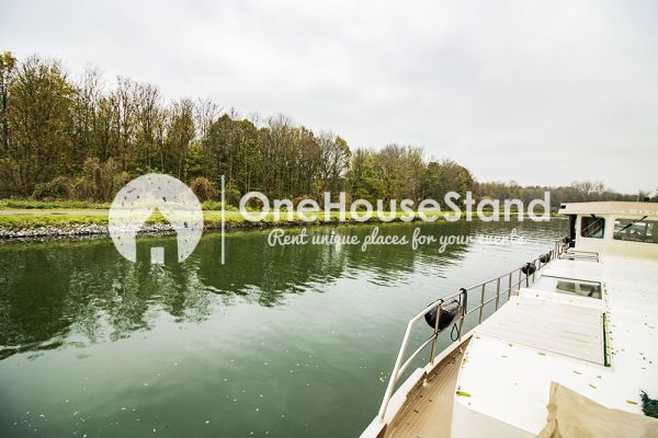 Picture of an event venue rental in Malines, Antwerp, Inside Tom's houseboat 15273