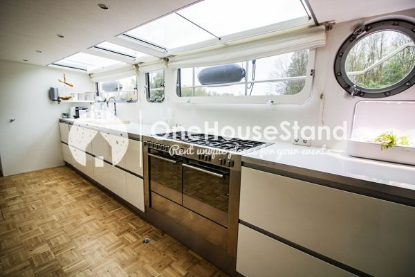 Picture of an event venue rental in Malines, Antwerp, Inside Tom's houseboat 15294