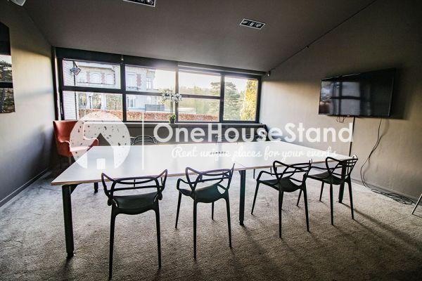 Photo d'une salle à louer à Uccle, Bruxelles, Dans la salle de réunion (5) de John-Alexander 16549