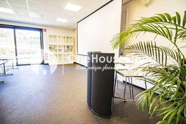 Picture of an event venue rental in Onze-Lieve-Vrouw-Lombeek, Flemish Brabant, Inside Deaur's meeting room 18113