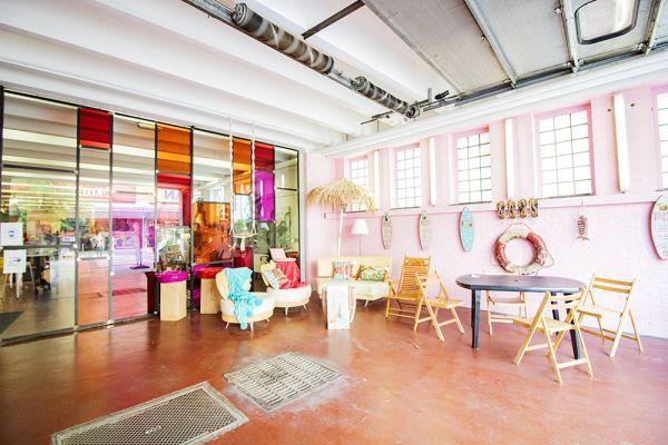 Photo d'une salle à louer à Haine-Saint-Paul, Hainaut, Dans le showroom de Stéphane 22151