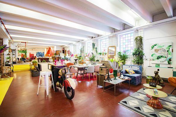 Photo d'une salle à louer à Haine-Saint-Paul, Hainaut, Dans le showroom de Stéphane 22152