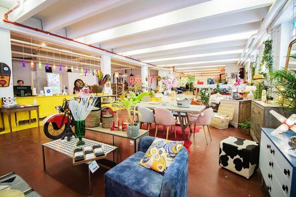 Photo d'une salle à louer à Haine-Saint-Paul, Hainaut, Dans le showroom de Stéphane 22153