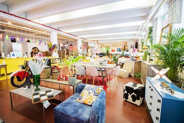 Photo d'une salle à louer à Haine-Saint-Paul, Hainaut, Dans le showroom de Stéphane 22154
