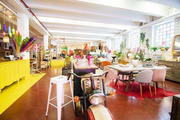 Photo d'une salle à louer à Haine-Saint-Paul, Hainaut, Dans le showroom de Stéphane 22155