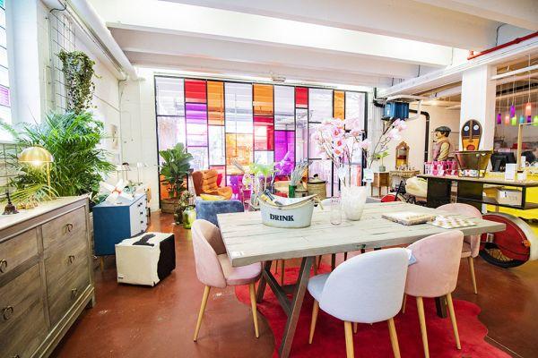 Photo d'une salle à louer à Haine-Saint-Paul, Hainaut, Dans le showroom de Stéphane 22157