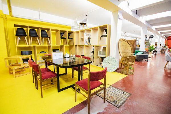 Photo d'une salle à louer à Haine-Saint-Paul, Hainaut, Dans le showroom de Stéphane 22164