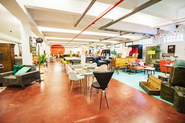 Photo d'une salle à louer à Haine-Saint-Paul, Hainaut, Dans le showroom de Stéphane 22165
