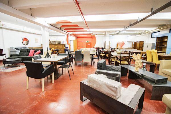 Photo d'une salle à louer à Haine-Saint-Paul, Hainaut, Dans le showroom de Stéphane 22167