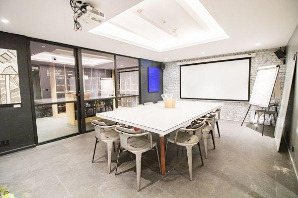 Photo d'une salle à louer à Elsene, Bruxelles, Dans le studio de Christophe 22219