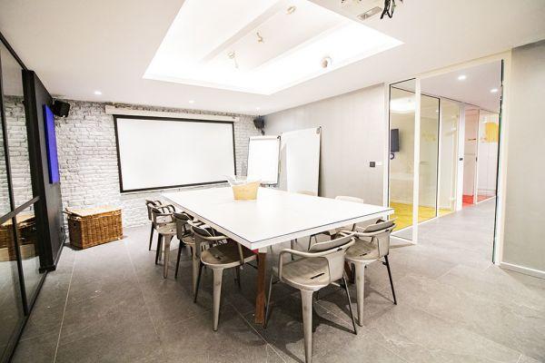 Photo d'une salle à louer à Elsene, Bruxelles, Dans le studio de Christophe 22220