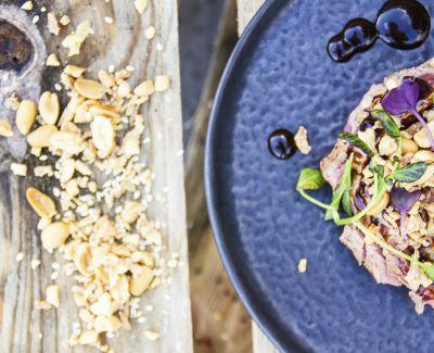 Photo menu Ceviche de dorade, poireaux et jus vert