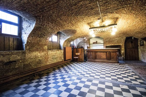 Picture of an event venue rental in Schaerbeek, Brussels, Inside Alexandra's basement and garden 754