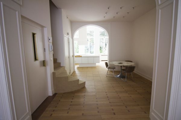 Photo d'une salle à louer à Ixelles, Bruxelles, Dans le salon de Raphaël 768
