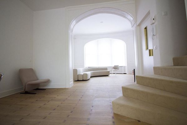 Photo d'une salle à louer à Ixelles, Bruxelles, Dans le salon de Raphaël 771