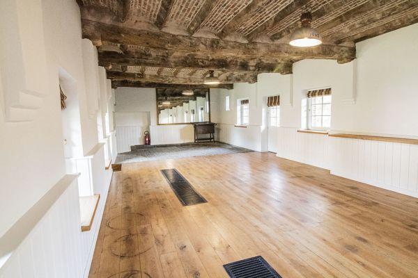 Photo d'une salle à louer à Bassilly, Hainaut, Dans la galerie de Lauren 4570