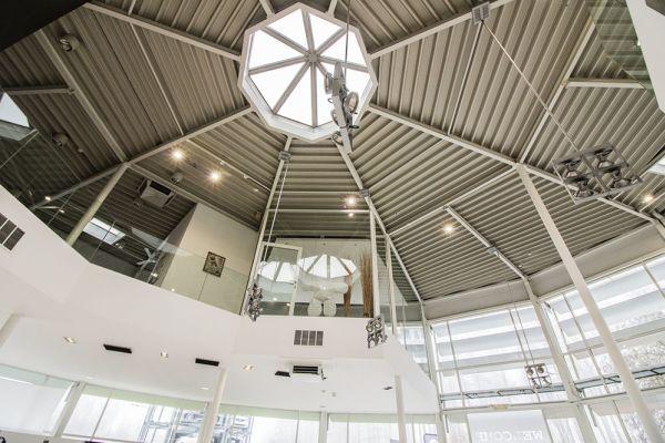 Photo d'une salle à louer à Auderghem, Bruxelles, Dans le showroom d'Alexis 4776