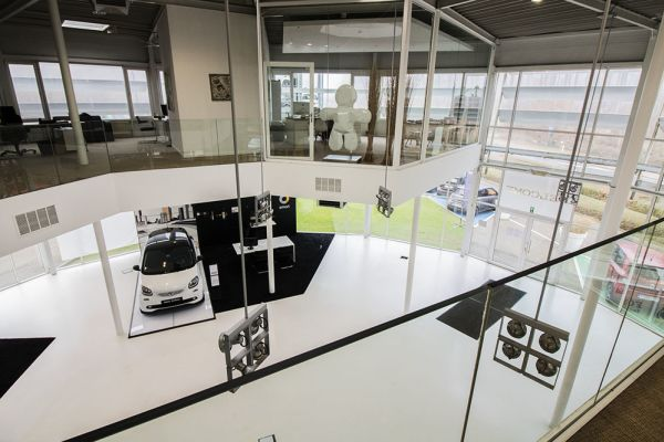 Photo d'une salle à louer à Auderghem, Bruxelles, Dans le showroom d'Alexis 4777